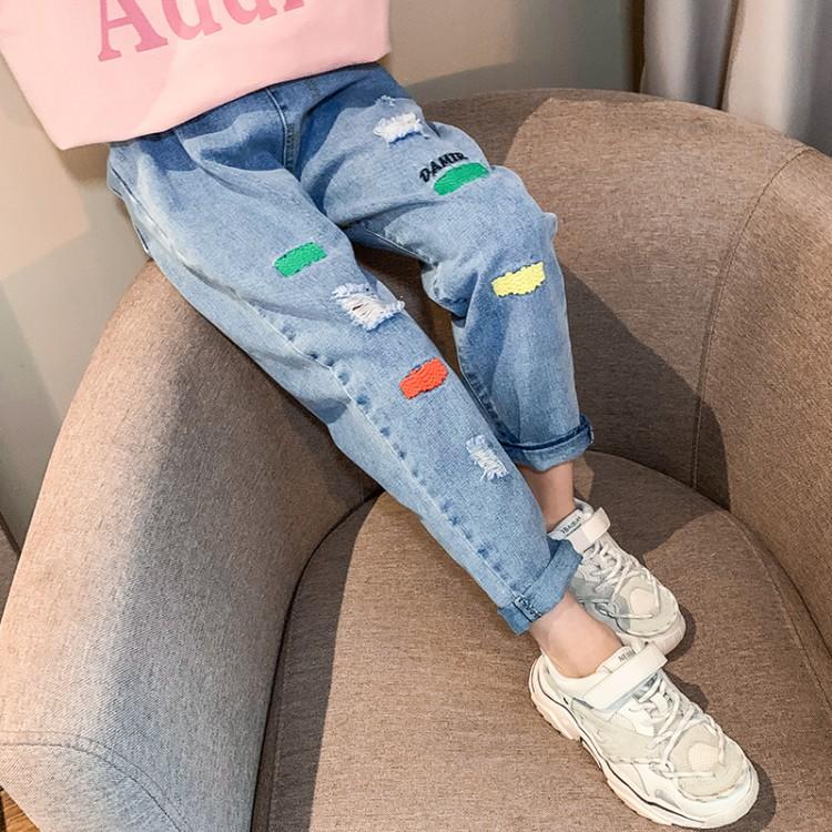 方块刺绣牛仔裤