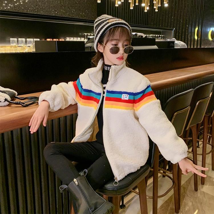 彩虹条毛毛衣